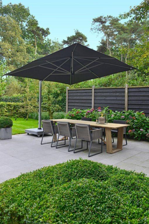 Borek - Modena stoelen en Rodi parasol | Bogarden Buitenmeubilair