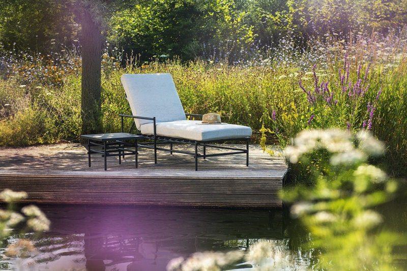 Yoi Furniture - Ki ligbed en bijzettafel | Bogarden Buitenmeubilair