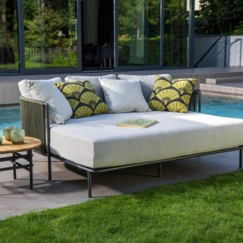 Yoi Furniture - Umi daybed en Ki bijzettafel | Bogarden Buitenmeubilair