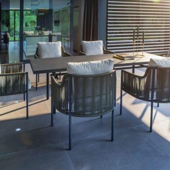 Yoi Furniture - Umi stoelen en Ki tafel   Bogarden Buitenmeubilair