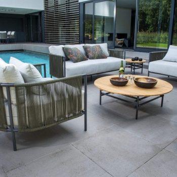 Yoi Furniture - Ki bijzettafel 106 en Umi lounge set | Bogarden Buitenmeubilair